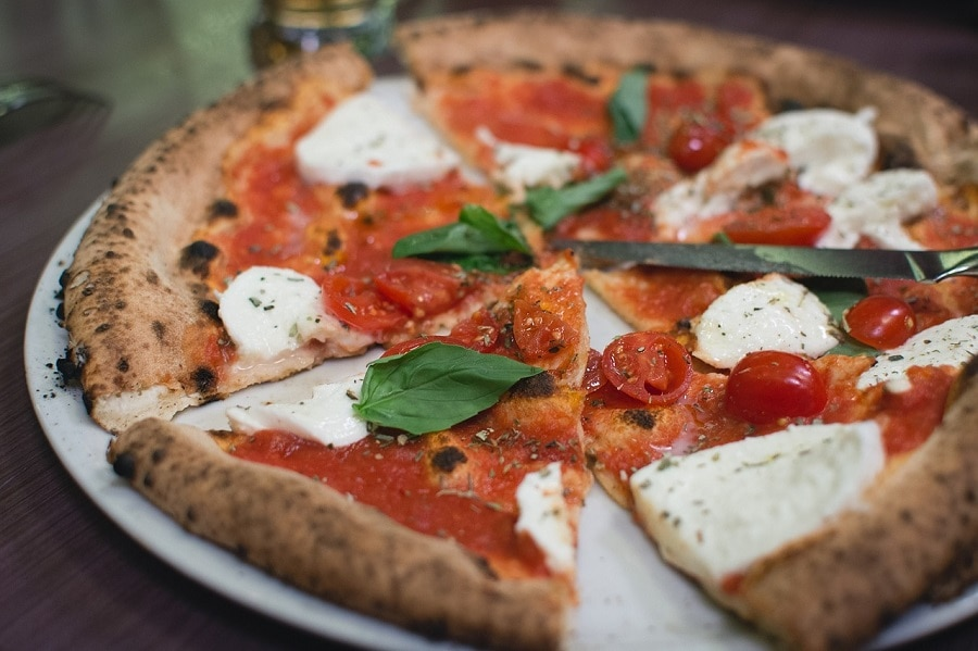 Thin Crust Pizza Margherita