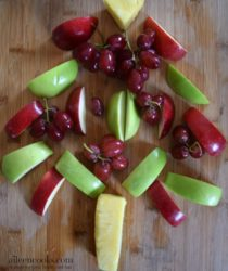 Healthy Christmas Snacks: Christmas Tree Fruit Platter. The perfect healhty snack for kids. Recipe from aileencooks.com. Healthy Christmas appetizers.