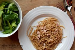 This easy 30 minute meal for spaghetti aglio e olio with ham is perfect for busy nights and is a proven kid-friendly meal. Recipe form aileencoks.com.