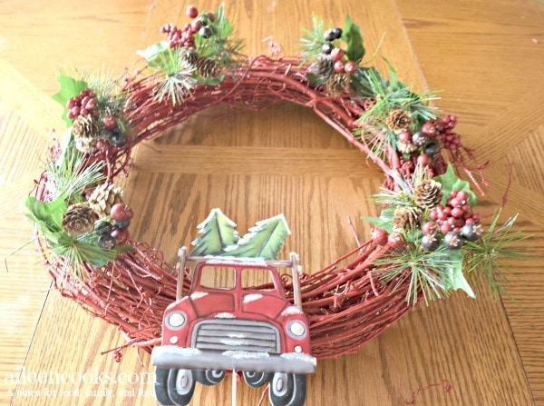 red truck christamas wreath with glitter