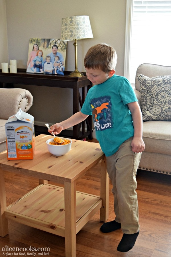 boy-goldfish-crackers--spoon-relay-race