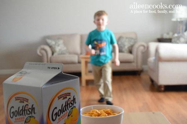 boy-relay-race-goldfish-crackers