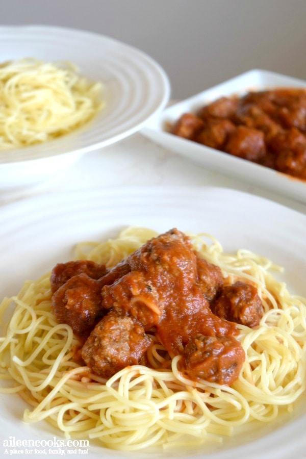 meatballs-spaghetti-tomato-sauce