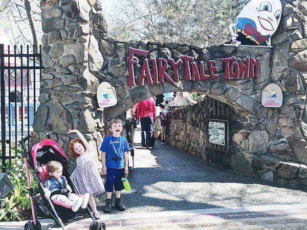 The enterance to Fairytale Town in Sacramento, CA