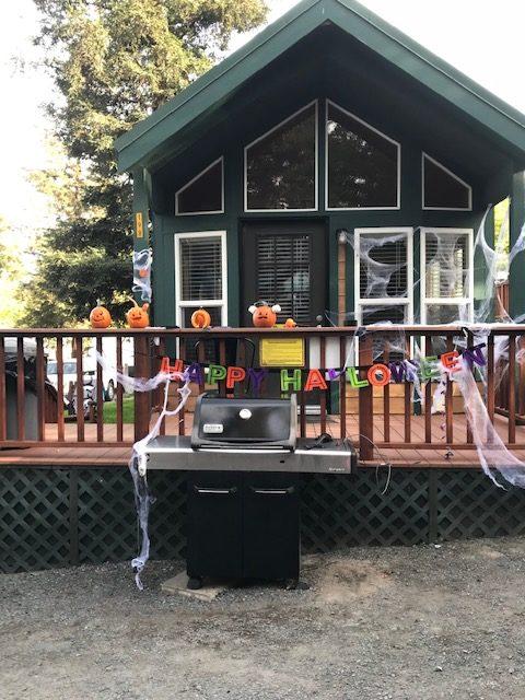A cabin at the Petaluma KOA decorated for Halloween.