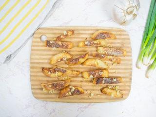 Parmesan & Garlic Crisps