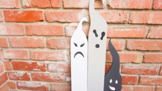 How to make Halloween Ghosts for outdoors