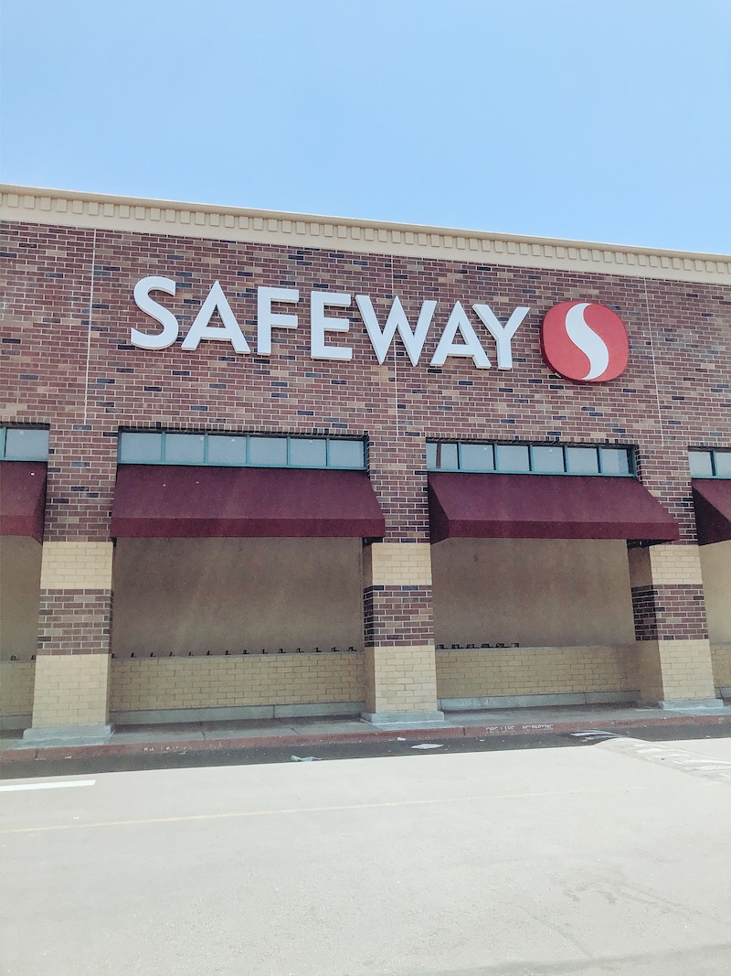 The front of a Safeway store.